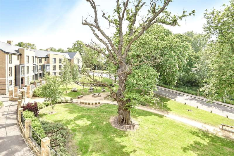 5 Bedrooms Town House for sale in Giles Crescent, Hillingdon, Middlesex, UB10