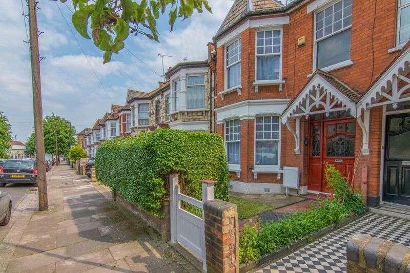 3 Bedrooms Terraced House for sale in Kelvin Avenue, London, Greater London. N13