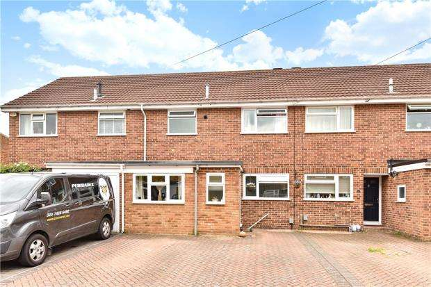 3 Bedrooms Terraced House for sale in Fox Drive, Yateley, Hampshire