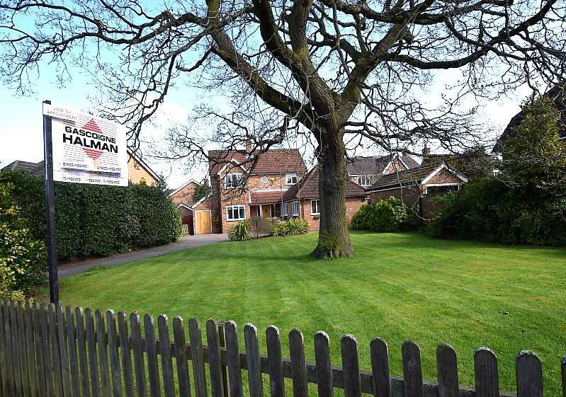 4 Bedrooms Detached House for sale in Ploughmans Way, Tytherington