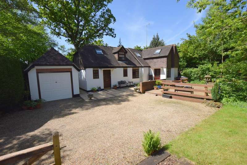 3 Bedrooms Cottage House for sale in Watery Lane, Church Crookham