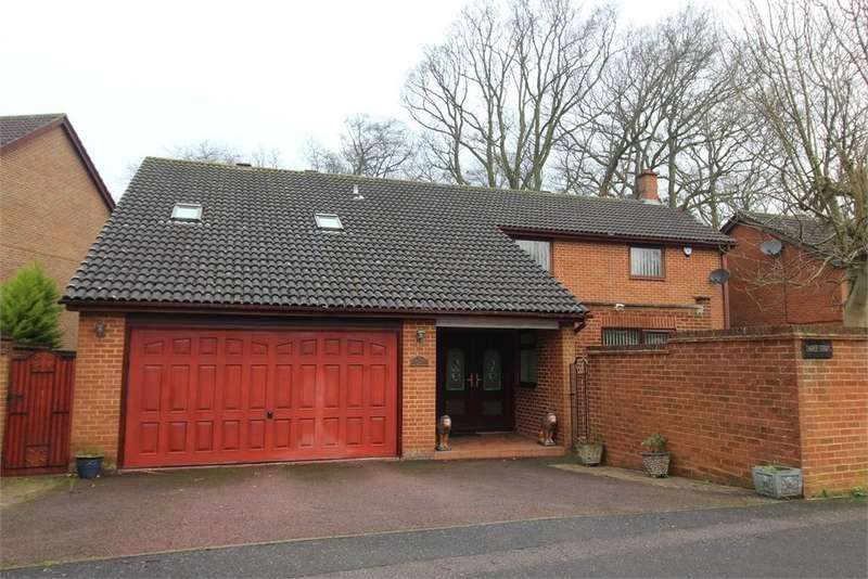 5 Bedrooms Detached House for sale in Lambsfrith Grove, Hempstead, Kent. ME7 3SB