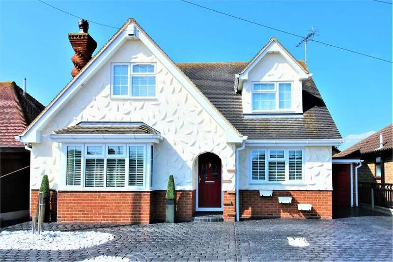 5 Bedrooms Detached House for sale in Tewkes Road, CANVEY ISLAND, Essex