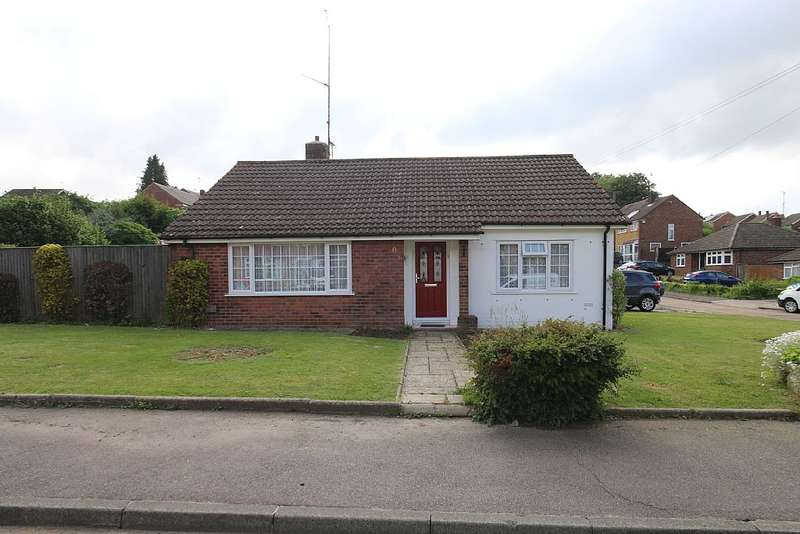 2 Bedrooms Detached Bungalow for sale in Bracondale Avenue, Istead Rise, Gravesend, Kent, DA13 9ED