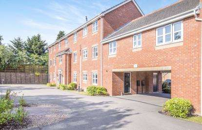 2 Bedrooms Flat for sale in Shipman Road, Leicester