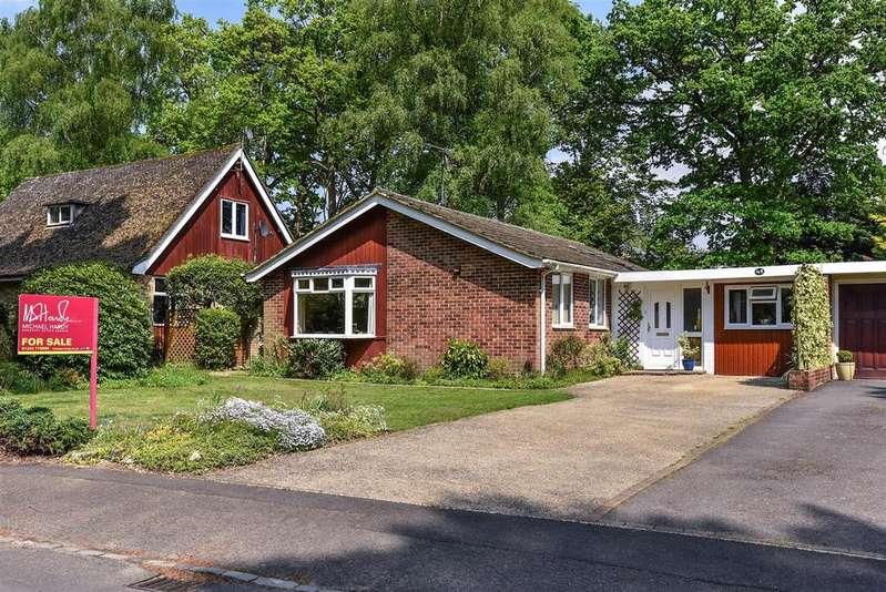 4 Bedrooms Bungalow for sale in Parkway, Crowthorne, Berkshire RG45 6EN