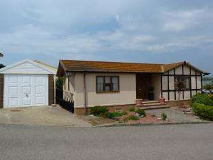 2 Bedrooms Bungalow for sale in Newhaven Heights, Newhaven, East Sussex