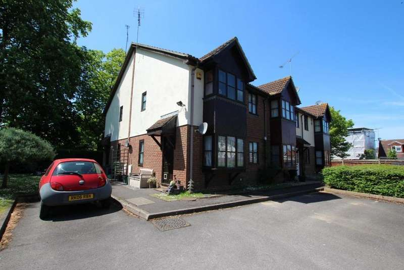 2 Bedrooms End Of Terrace House for sale in Orchard Close, Wokingham, RG40