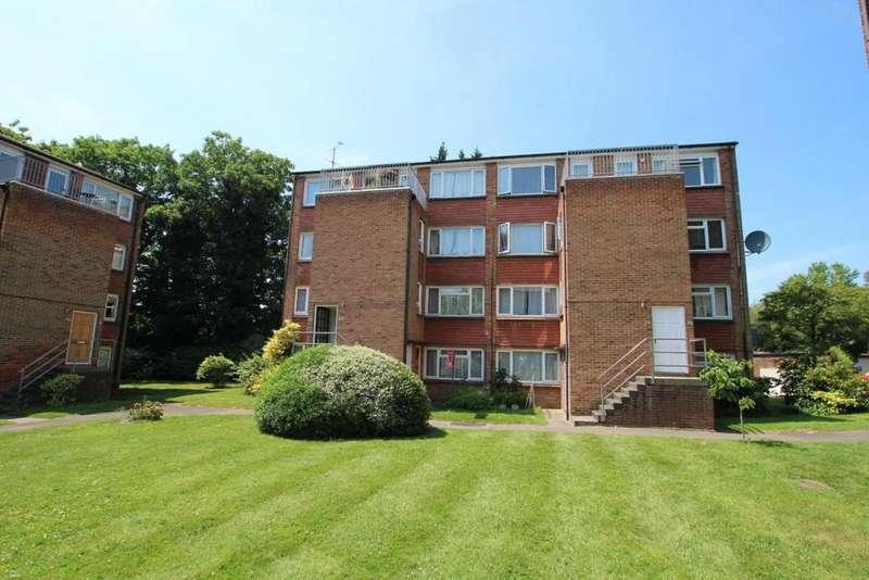 2 Bedrooms Flat for sale in Ellison Way, Wokingham, RG40