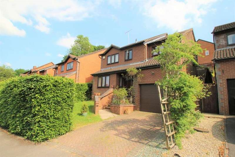 4 Bedrooms Detached House for sale in Barn Owl Way, Burghfield Common, RG7