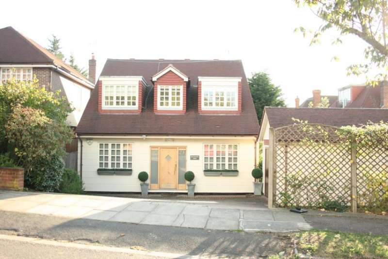 4 Bedrooms Detached House for sale in Amberden Avenue, Finchley