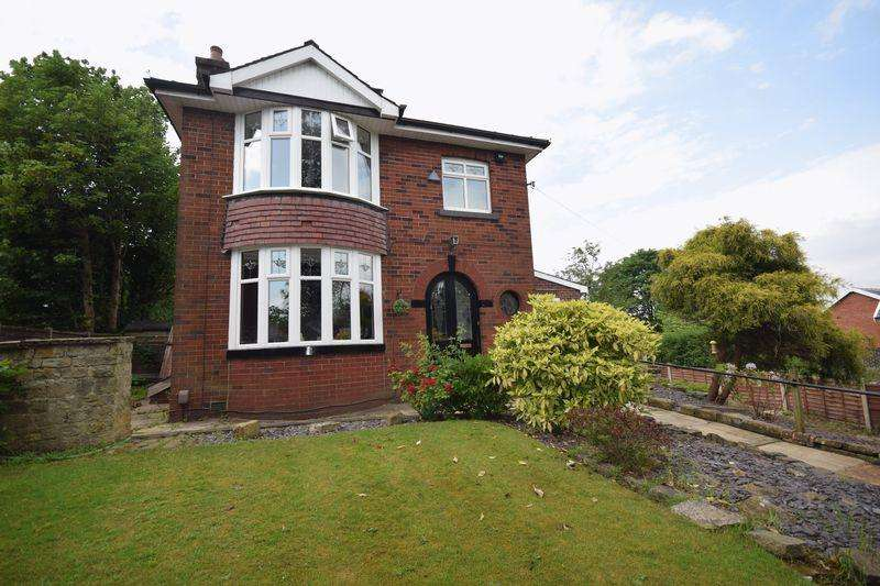 3 Bedrooms Detached House for sale in Bury Old Road, Heywood