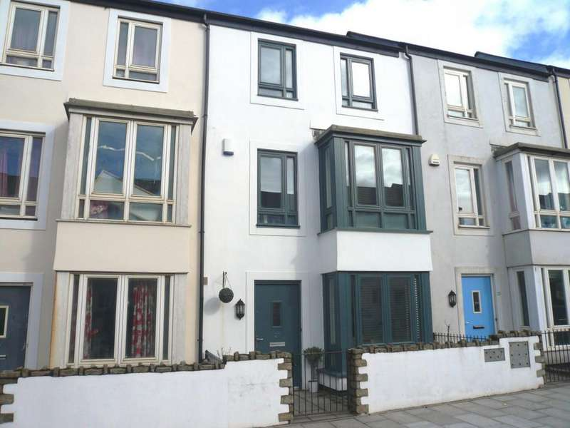 3 Bedrooms Terraced House for sale in Kerrier Way, Camborne, TR14