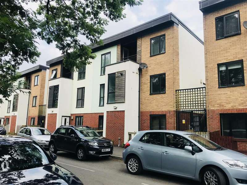 3 Bedrooms House for sale in Hulton Street, Salford