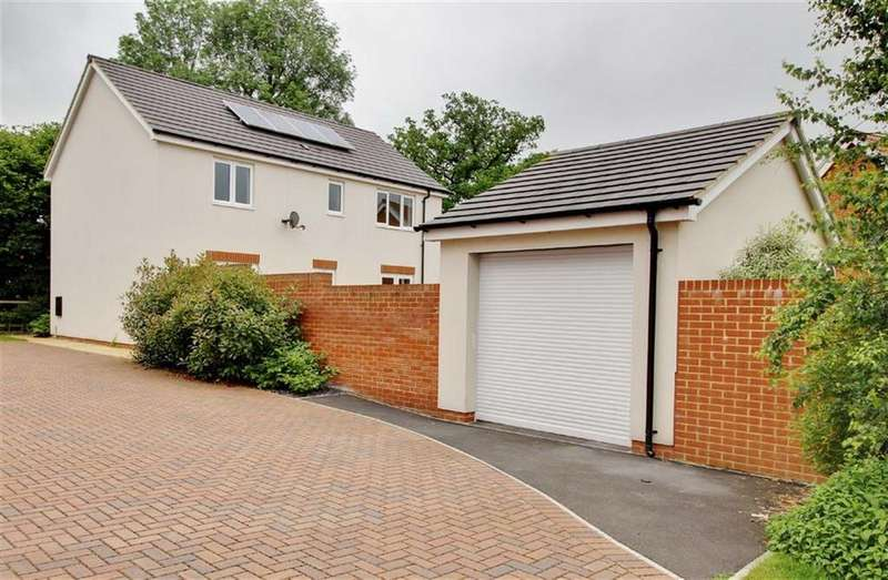 4 Bedrooms Detached House for sale in Drovers Way, Newent, Gloucestershire