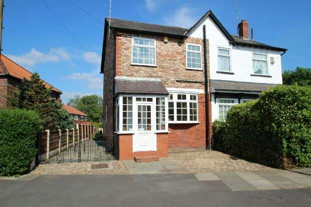 2 Bedrooms Semi Detached House for sale in Eaton Road, Bowdon