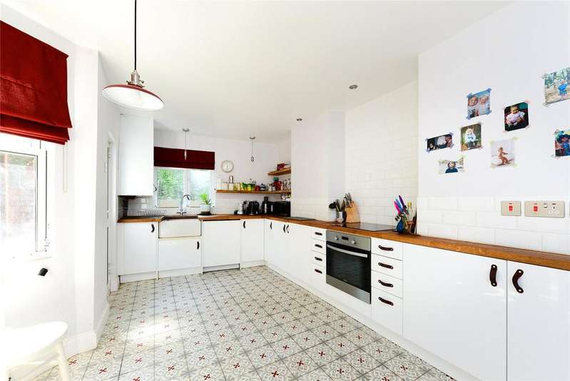 3 Bedrooms Terraced House for sale in Brayards Road, Nunhead, SE15