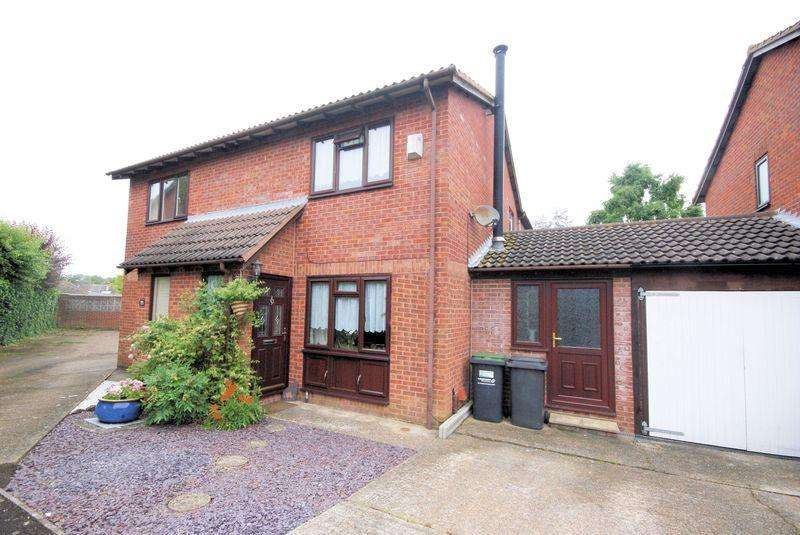 3 Bedrooms Semi Detached House for sale in Primrose Close, Gosport