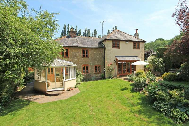 5 Bedrooms Detached House for sale in London Road, Addington, West Malling, Kent, ME19