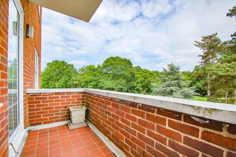 2 Bedrooms Flat for sale in Bulstrode Court, Gerrards Cross, SL9