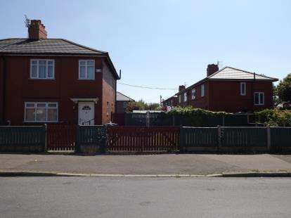 3 Bedrooms Semi Detached House for sale in Parkside Road, Manchester, Greater Manchester, Uk