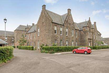 2 Bedrooms Flat for sale in North Road, Liff