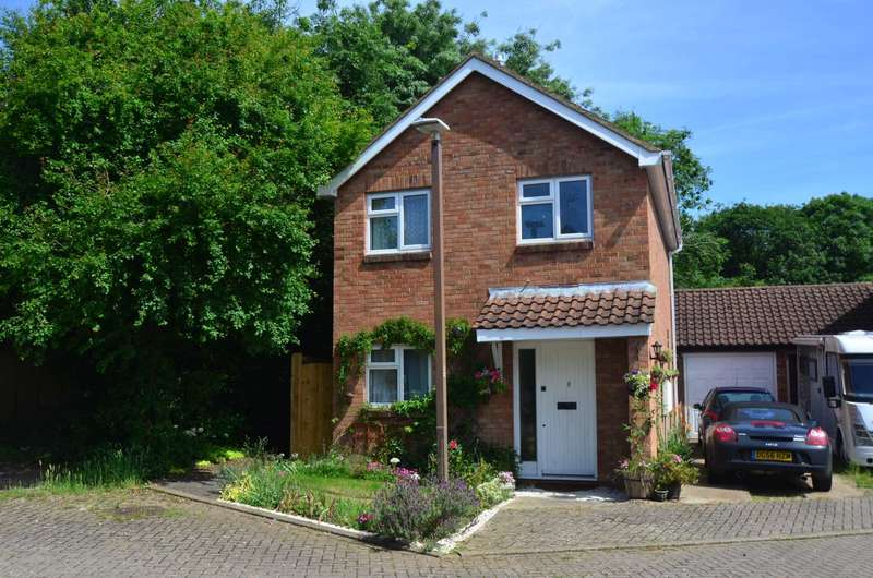 3 Bedrooms Detached House for sale in Neath Hill