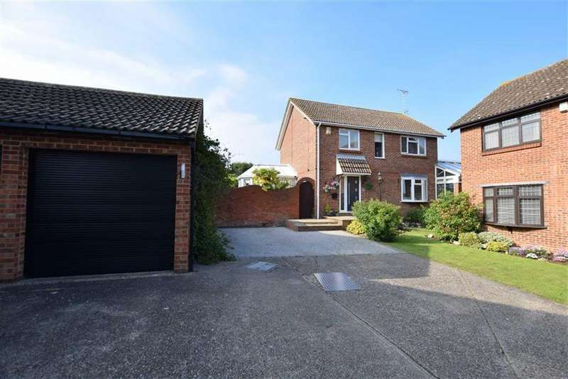4 Bedrooms Detached House for sale in Fieldway, Basildon, Essex