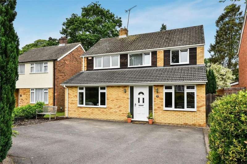 4 Bedrooms Detached House for sale in Carthona Drive, Fleet, Hampshire