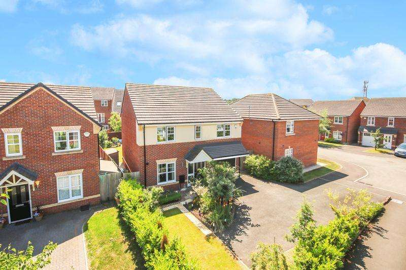 4 Bedrooms Detached House for sale in Roseway Avenue, Cadishead M44