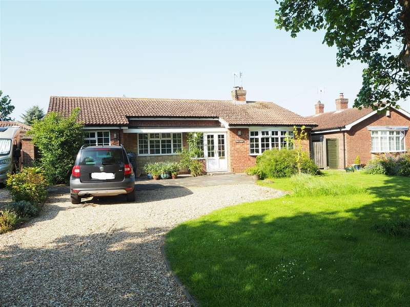 3 Bedrooms Bungalow for sale in Main Street, Norton Disney, Lincoln