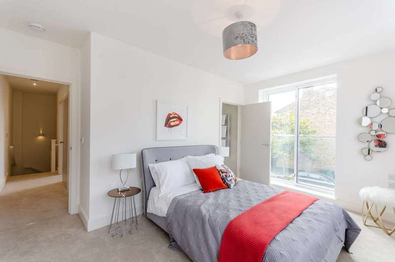 2 Bedrooms Flat for sale in Crystal Palace Road, East Dulwich, SE22