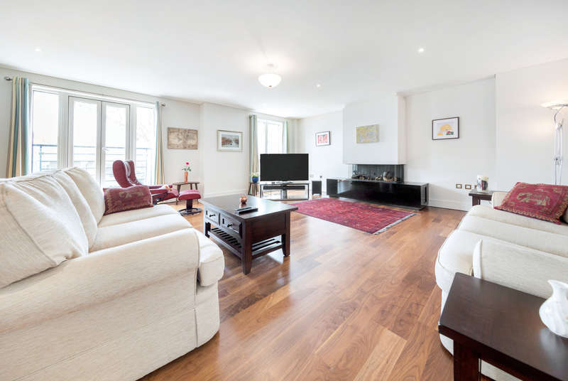 3 Bedrooms Apartment Flat for sale in Times Court