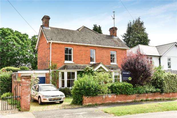 4 Bedrooms Detached House for sale in Dunmow Hill, Fleet, Hampshire