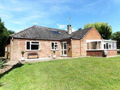 4 Bedrooms Bungalow for sale in Swaffham, Norfolk