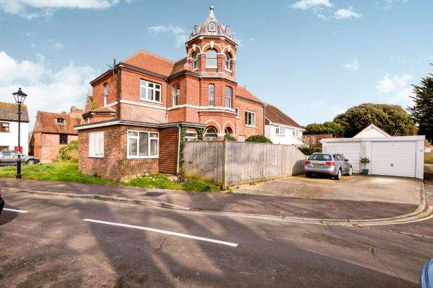 3 Bedrooms Link Detached House for sale in Langstone, Havant, Hampshire