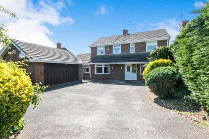 5 Bedrooms Detached House for sale in Station Road, Rossett, Wrexham, Wrecsam, LL12
