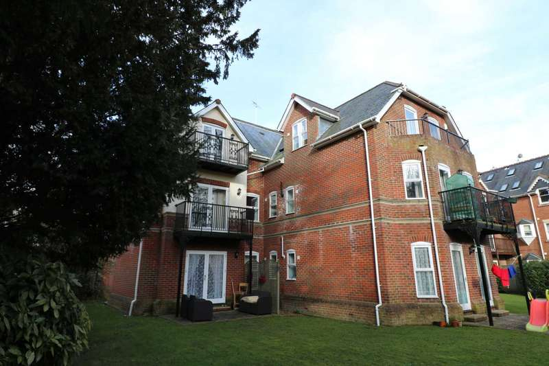 3 Bedrooms Apartment Flat for sale in Lansdowne Road, Bournemouth
