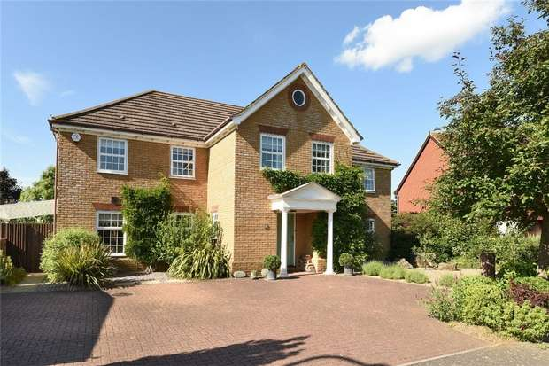 5 Bedrooms Detached House for sale in Carnoustie Drive, Great Denham, Bedford