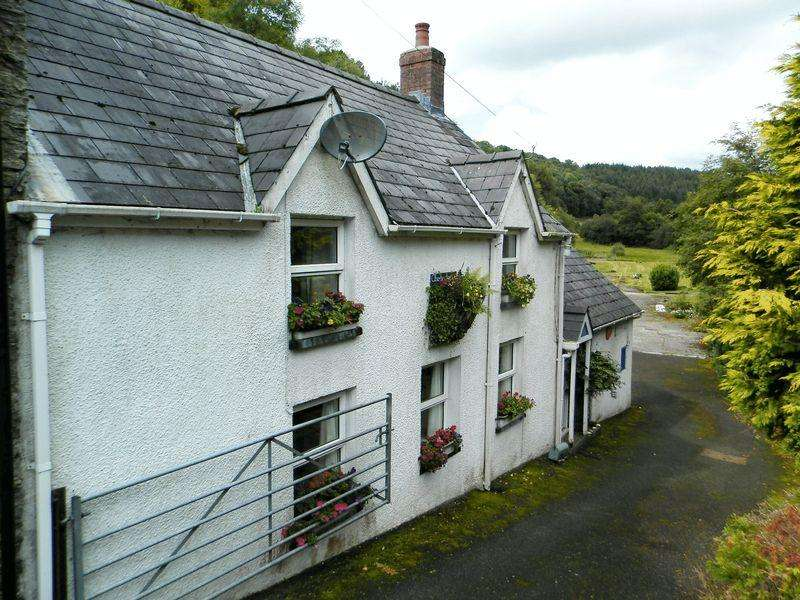 3 Bedrooms Terraced House for sale in Aberbanc, Penrhiwllan