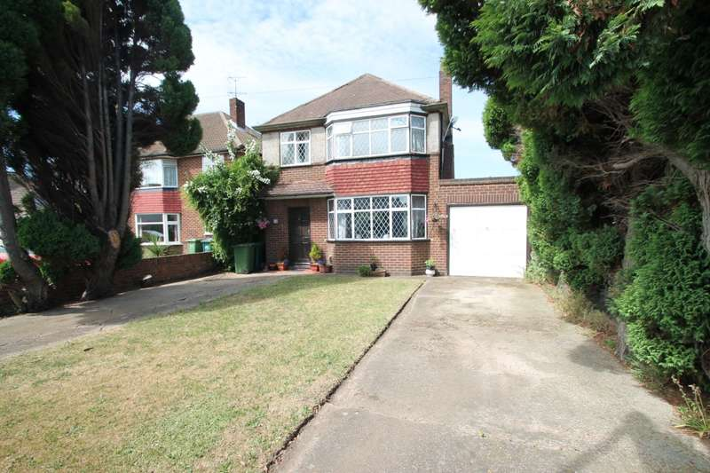 3 Bedrooms Detached House for sale in Glenfield Road, Ashford, TW15