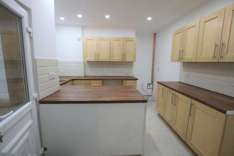 3 Bedrooms Terraced House for sale in Manchester Road, Burnley