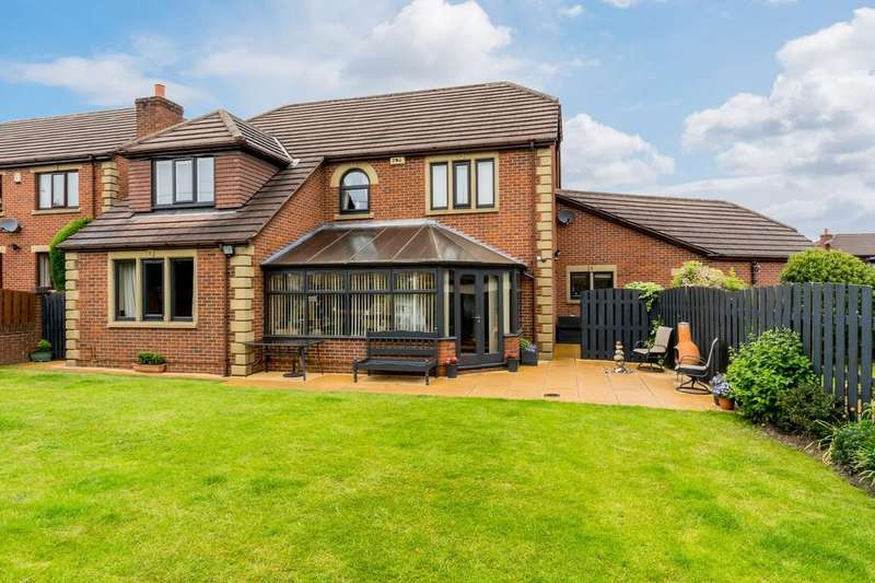 5 Bedrooms Detached House for sale in Woodlands Fold, Birkenshaw