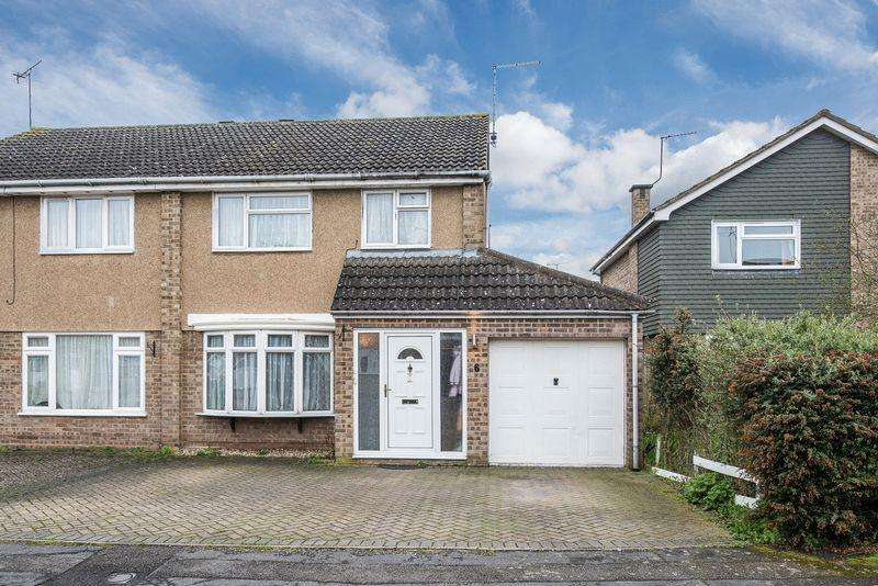 3 Bedrooms Semi Detached House for sale in Cubb Field, Aylesbury