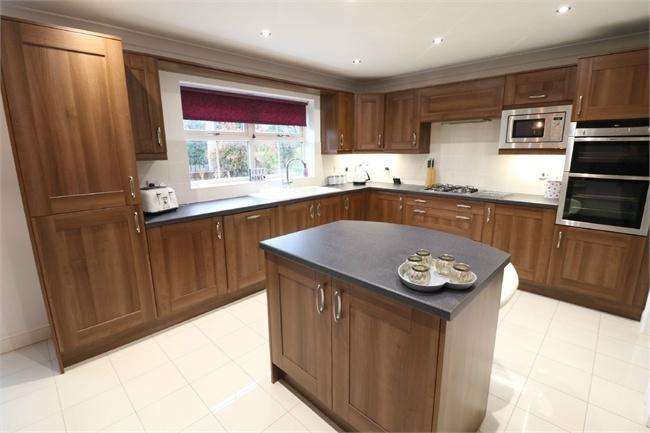 4 Bedrooms Detached House for sale in Station Road, Hatfield, DONCASTER, South Yorkshire
