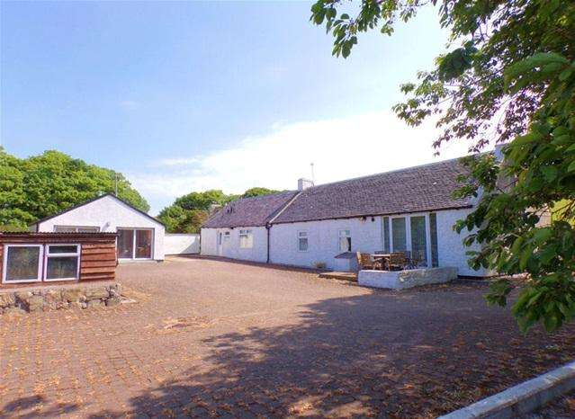 2 Bedrooms Cottage House for sale in Rhunahaorine Cottage, Tayinloan, by Tarbert, PA29 6XG