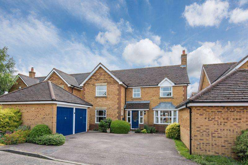 4 Bedrooms Detached House for sale in Sparrow Close, Aylesbury