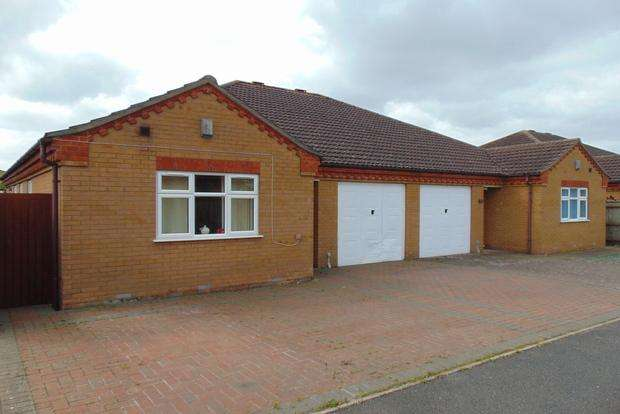 3 Bedrooms Bungalow for sale in Roman Way, March, PE15