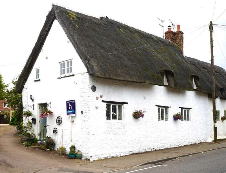 4 Bedrooms Cottage House for sale in High Street, Sharnbrook, Bedford, Bedfordshire, MK44