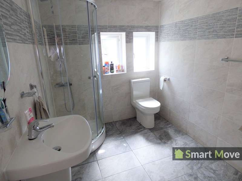 3 Bedrooms Terraced House for sale in Dogsthorpe Road, Peterborough, Cambridgeshire. PE1 3AQ